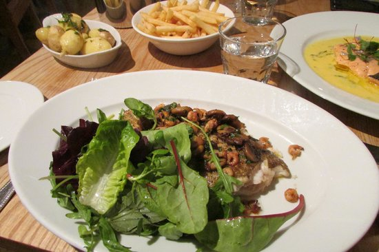 St Petroc's Bistro: Lemon Sole with Salad dumped on the plate. No dressing