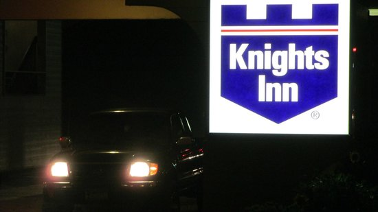 Knights Inn Newport : Day or Knight, they do it RIGHT