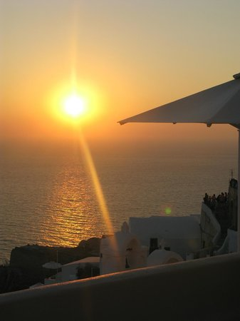 Oia Collection Suites and Villas : View from Lover's Cave