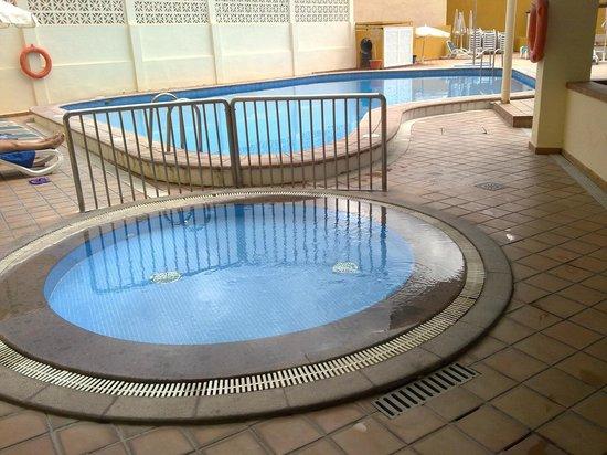 Dragos Del Sur: piscina