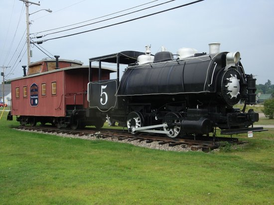 Groveton, NH : Hardworking Engine # 5 used by the papermill.