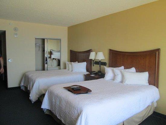 Hampton Inn Virginia Beach-Oceanfront South: bed