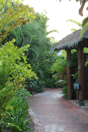 Mantra Frangipani Broome : pathway to unit