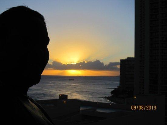Waikiki Resort Hotel: One of the sunsets