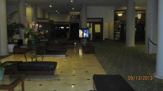 Waikiki Resort Hotel: Lobby