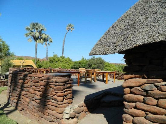 Palmwag Lodge: Dining at the outside of the restaurant as well