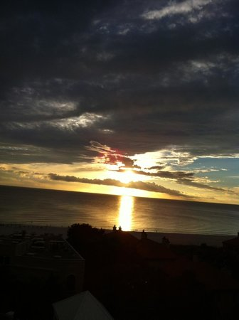 JW Marriott Marco Island Beach Resort : One of many beautiful sunsets from our balcony.