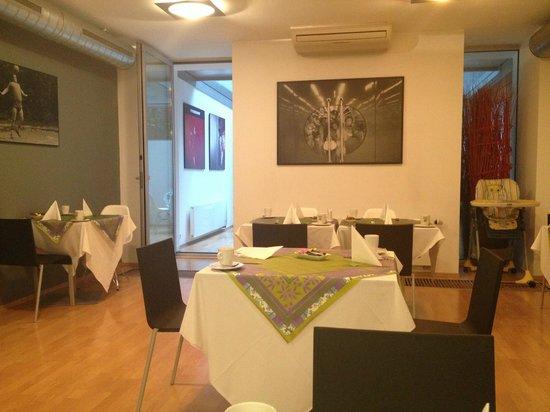 Art Hotel Prague: Breakfast Room