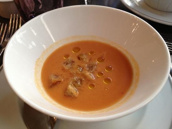 L'Ardoise : トマト、ピーマン、スイカの冷製スープ