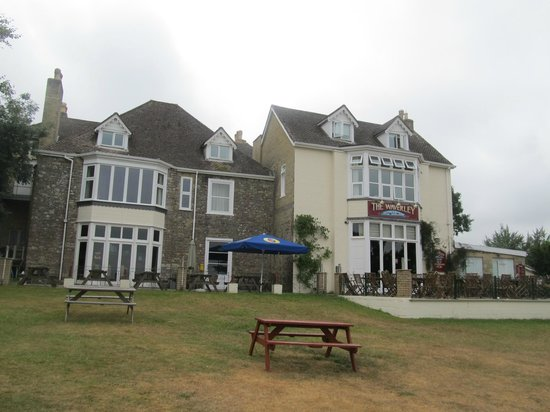 Waverley Park: The pub