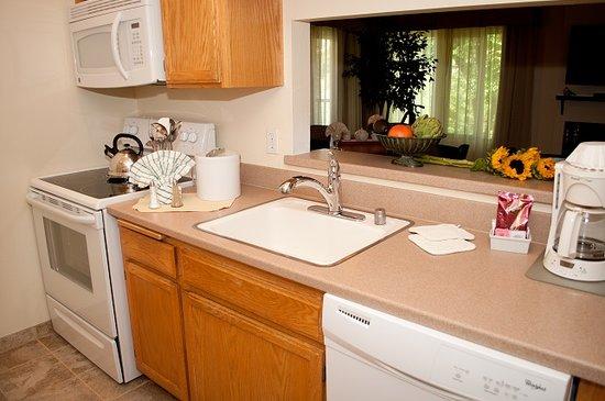San Diego Country Estates: Kitchen