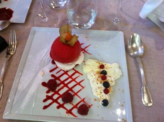 Restaurant Le Parvis: meringue treat