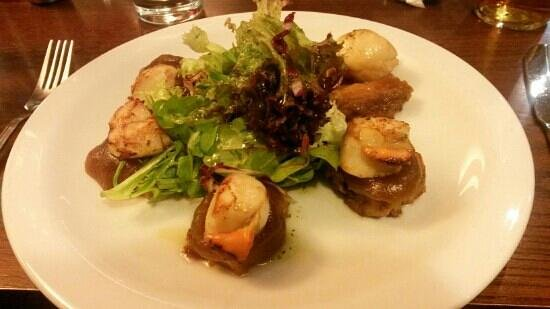 Browns Restaurant at Nevis Bank Inn: Seared scallop and pork ( to die for )