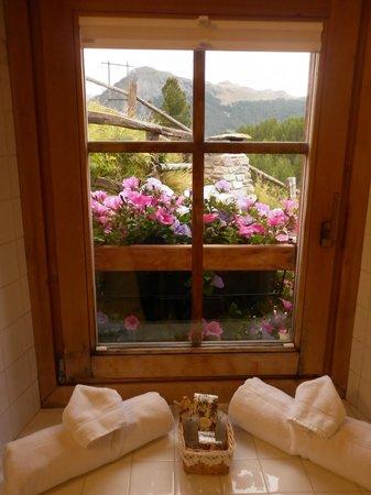 Baita Luleta: finestra del bagno
