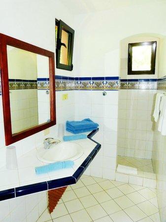 Hotel Cantarana: Suites bathroom
