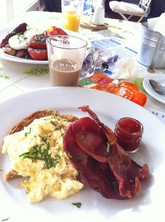 The Cornish Deli: Bacon and eggs. Delicious and great portion sizes.