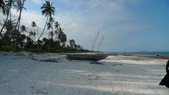 Matemwe Bandas Boutique Hotel, Zanzibar: A fishing boat outside the bandas