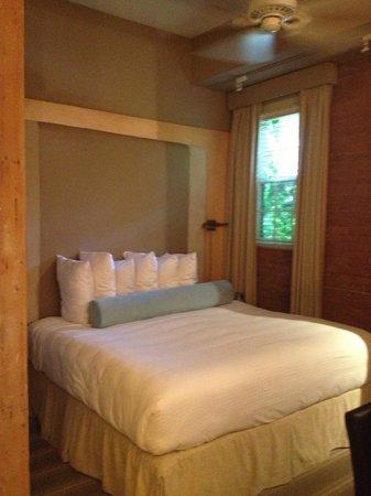 Mill Street Inn : King bed