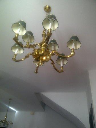 Antigua Casa de la Bodega: La lámpara holandesa del salón