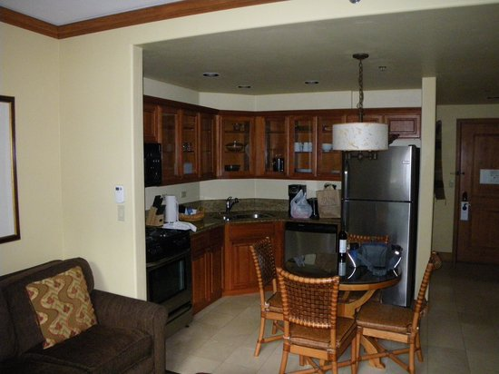 Valdoro Mountain Lodge : Kitchen and dining area