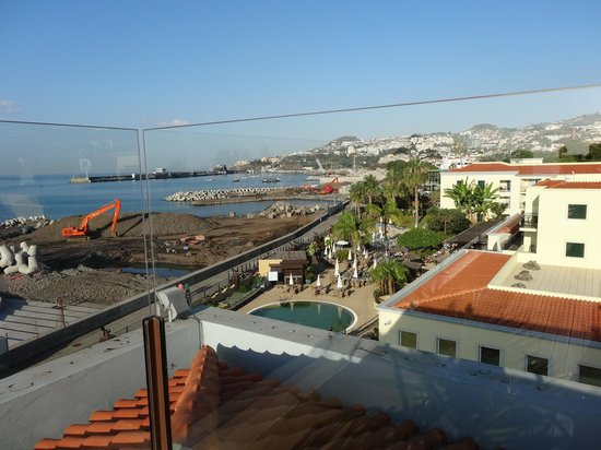 Porto Santa Maria Hotel: View from the terrace - the work looks bad but it was fine.