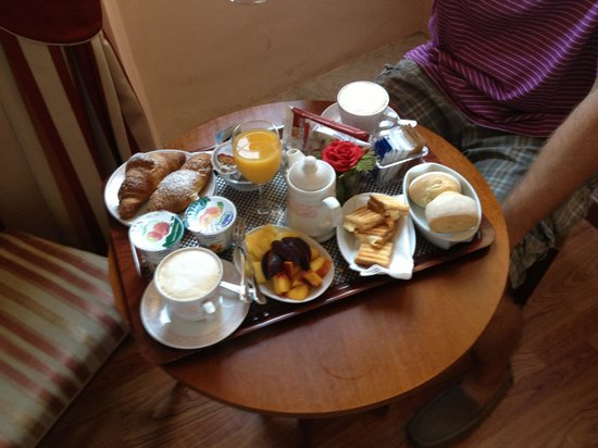 A Florence View B&B: Breakfast tray