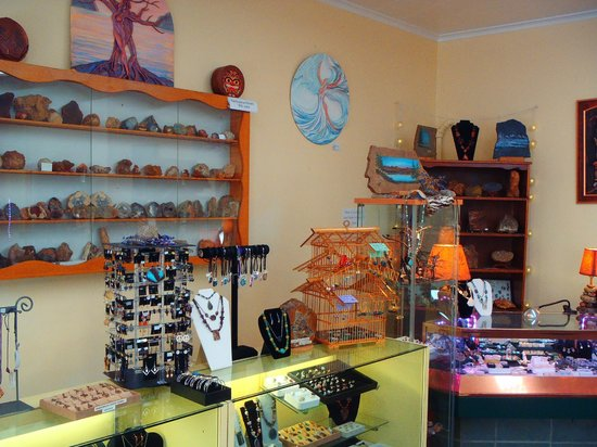 Rock Your World: Pacific Northwest Gem & Jewelry Gallery: Trophy case and local art