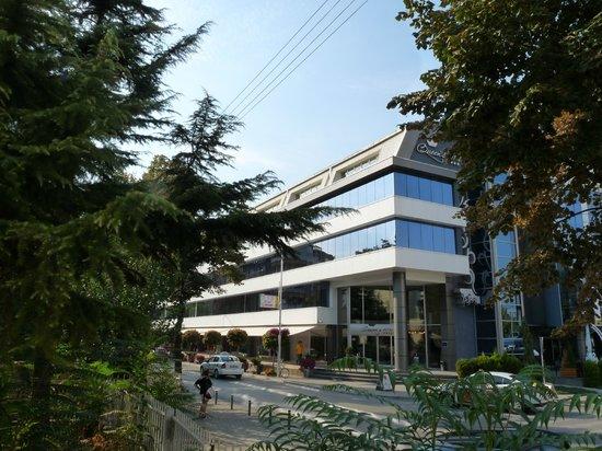 Queen's Hotel Skopje: Queen's Hotel and Zebra Center
