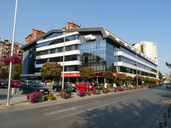 Queen's Hotel Skopje: Queen's Hotel and Zebra Center