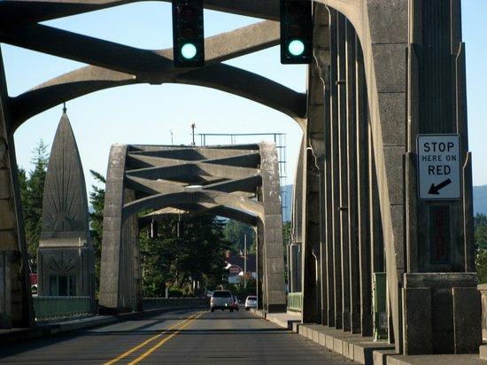 Florence, OR: Siuslaw Bridge - still a drawbridge