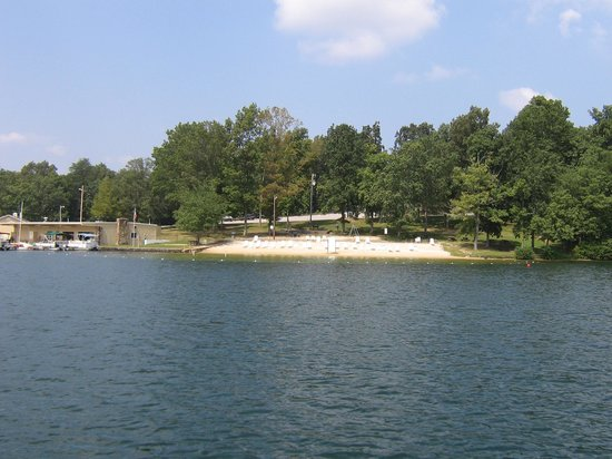 Wyndham Resort at Fairfield Glade: View of the beach and marina from the lake
