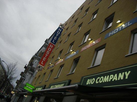A & O Hotel & Hostel Friedrichshain: the main building