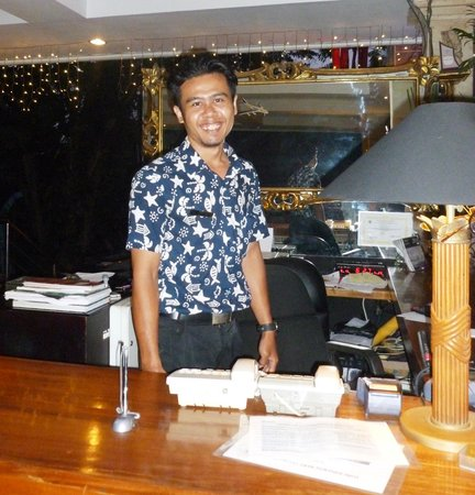 Bali Mystique Hotel and Apartments: Front Desk-staff
