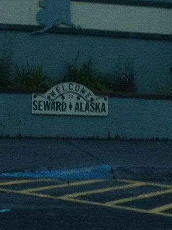 Alaska Backpackers Inn: Outside sign