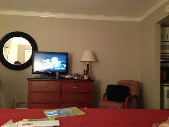 West Wind Inn: Our room (please excuse our personal belongings)