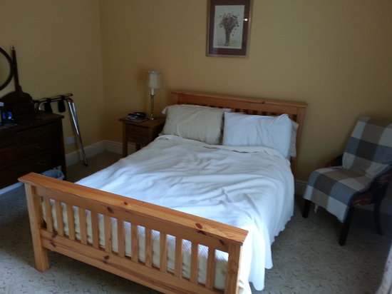 The Saddlers House and the Old Rectory: small double bed