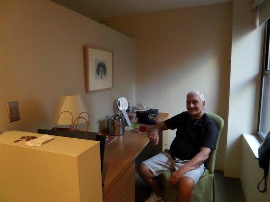 Shoreham: Escritorio y frigo separados, muy convenien6e