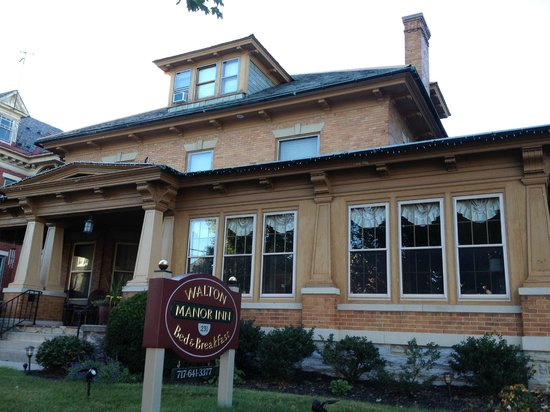 Walton Manor Inn Bed & Breakfast: Beautiful!