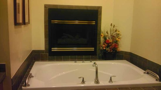 Worldmark Galena: Nice over-sized tub and fireplace