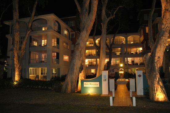 BeachView Apartments at Villa Paradiso : Busy June Evening