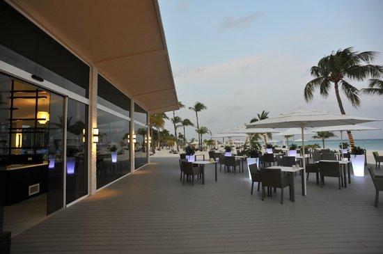 Elements Restaurant : Front deck