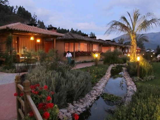 Hosteria Cabanas del Lago: 2 bedroom huts, gorgeous landscaping