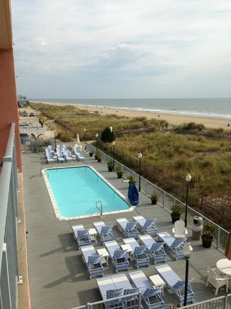 EconoLodge Oceanfront Ocean City: Overlooking property pool, and to the North