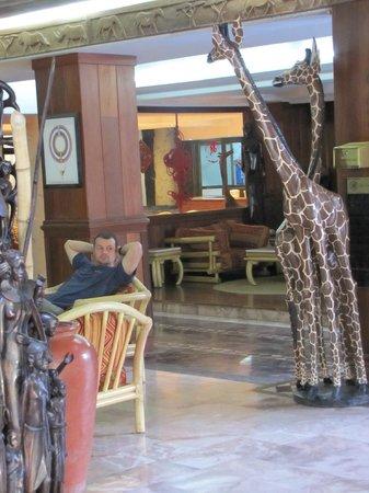 Impala Hotel: Wood carvings