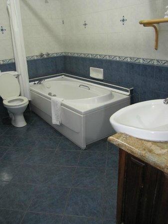 Impala Hotel : Our bathroom