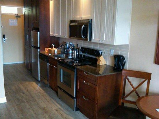 Summerland Waterfront Resort & Spa : Kitchen