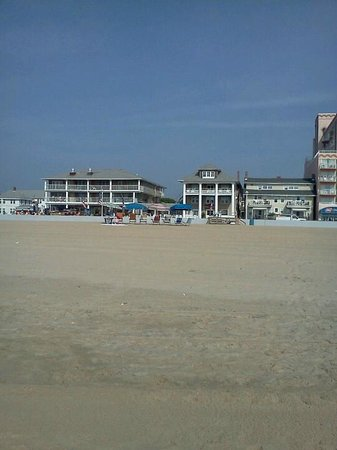 Lankford Hotel : View of the hotel from the beach