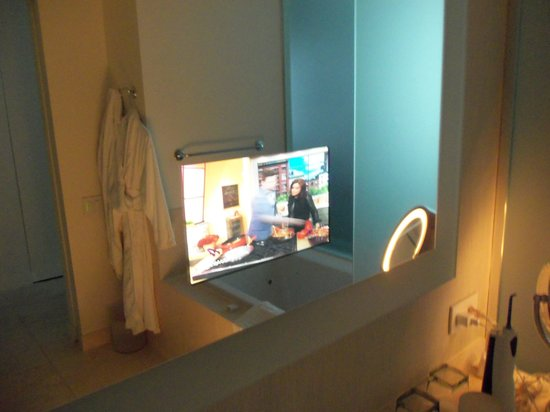 Hotel Arista at CityGate Centre: The TV embedded in the bathroom mirrow