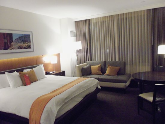 Hotel Arista at CityGate Centre: The room