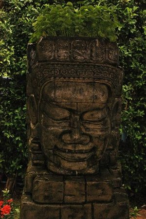 Mercure Koh Samui Beach Resort: A peacful Buddha statue in the chill out area